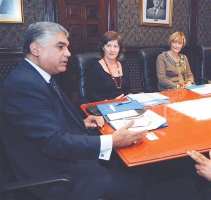 Encuentro. Fausto Fernández, María Jesús Conde y Susana Villanueva, expresaron la intención de emprender acciones conjuntas para prevenir la explotación infantil, en una visita a LISTÍN DIARIO.